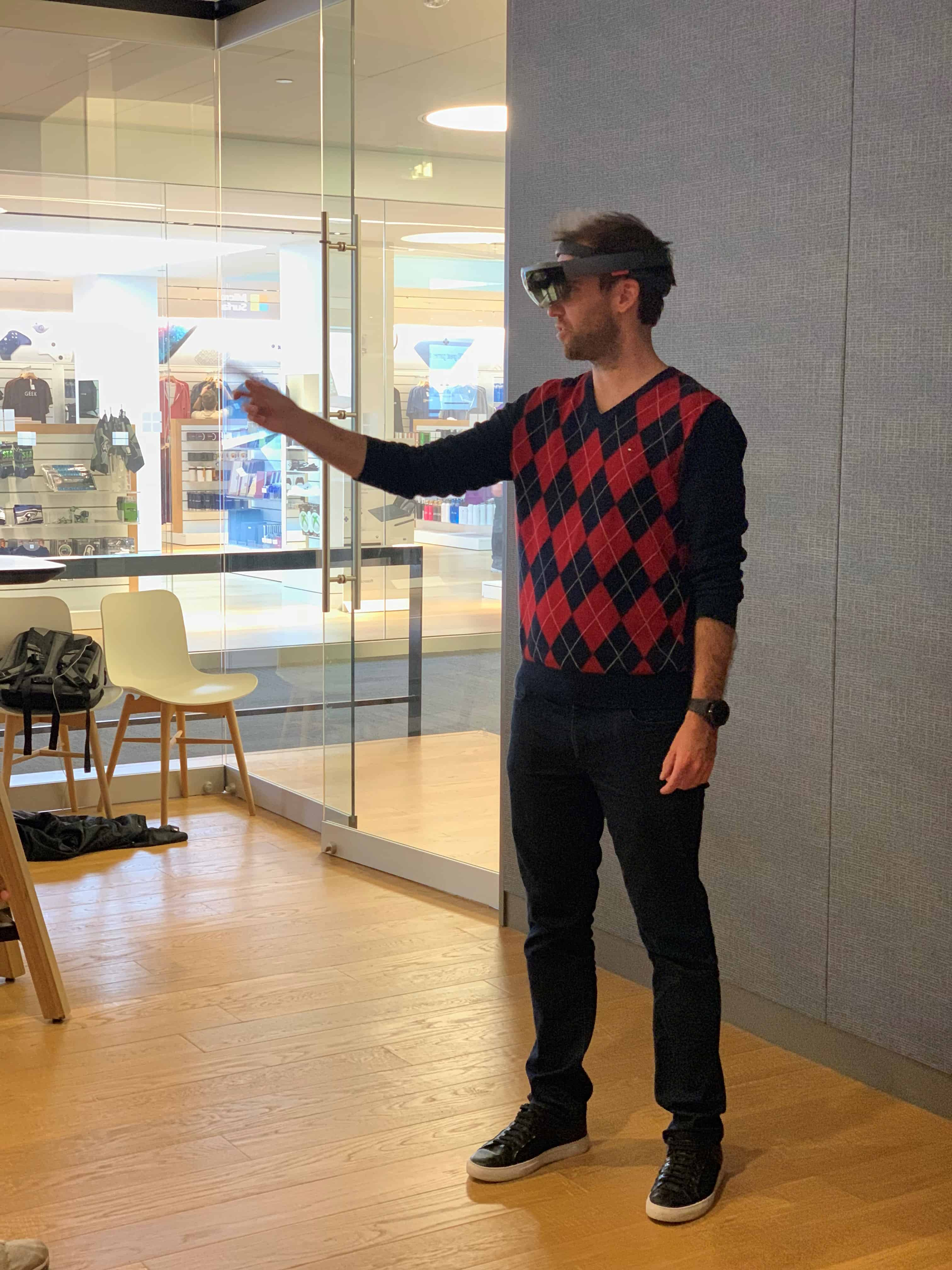 Tom Microsoft HoloLens